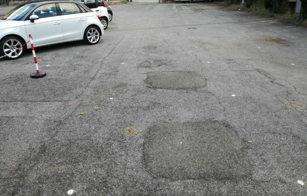 Griglia di punti tracciata sul piazzale da indagare
